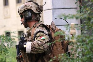 Hungarian SOF using SlingShot for beyond line of sight communications on the move. Image courtesy of https://honvedelem.hu